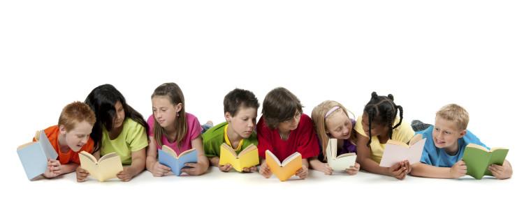 Ayudar o no ayudar a los pequeños con los deberes…esa es la cuestión